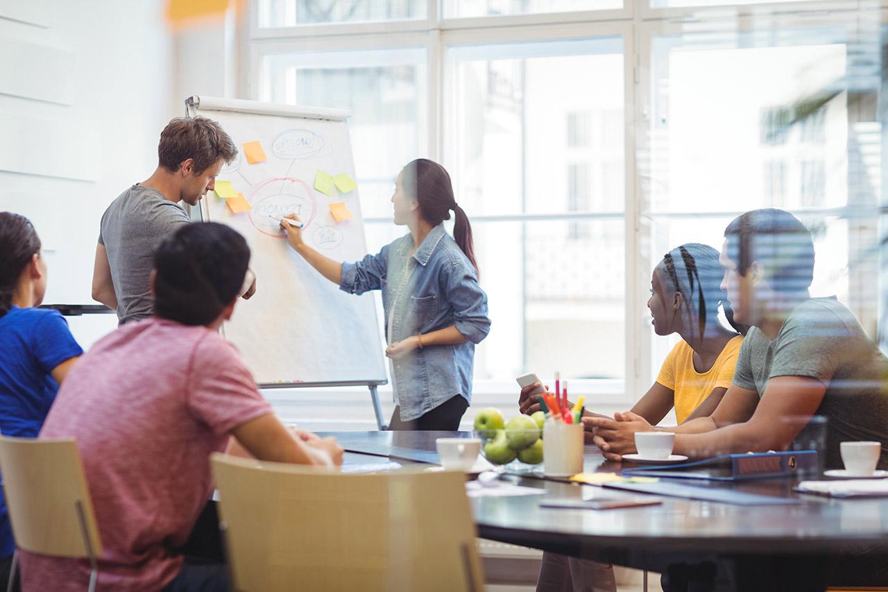 Cómo ser un líder inspirador y hacer que tus compañeros brillen