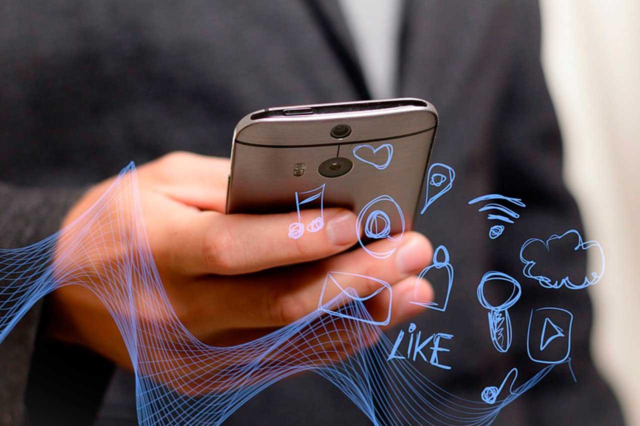 ¿Es nocivo el uso del móvil en la empresa o solo hablamos de un cambio en la comunicación?